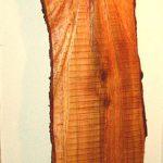 Holzkleid, aus einer Kirschbaumbohle genschnitzt